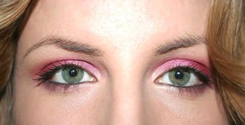 trucco occhi verdi ombretto fucsia
