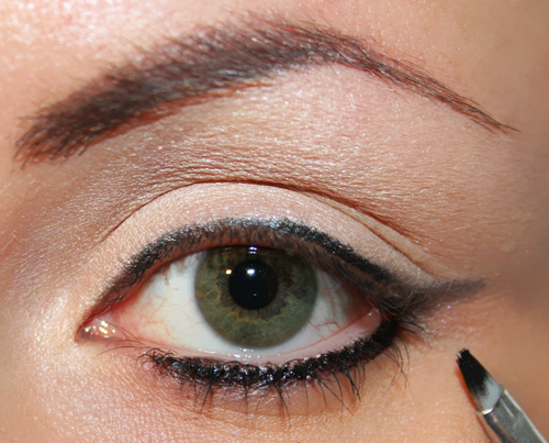 eyeliner in gel sotto l'occhio