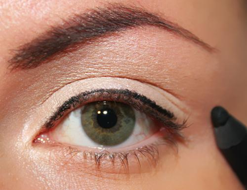 matita nera bordo superiore dell'occhio