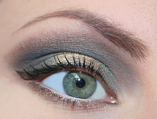 make up verde e oro per occhi lontani