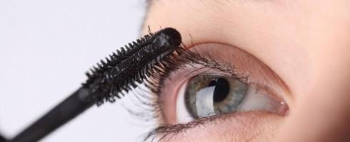 applicare il mascara prima del make up occhi